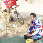 chinese-muslim-arrives-makkah-for-hajj-on-bicycle